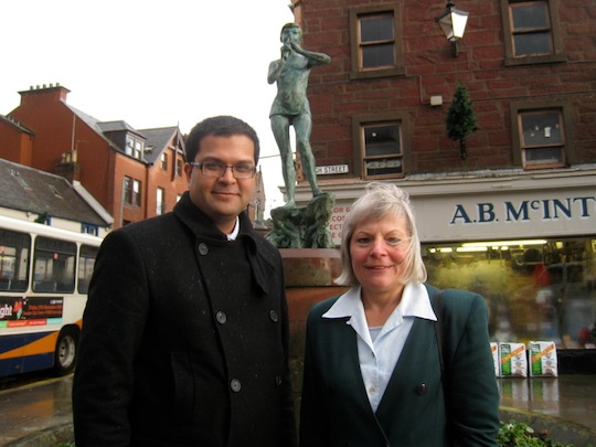 Sanjay Samani with Lib Dem Cllr Alison Andrews in front of Peter Pan statue