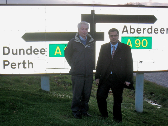 Sanjay Samani visits Lochlands Junction with Lib Dem Cllr David May
